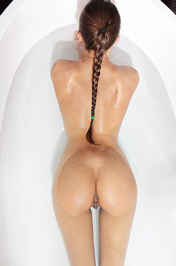 Dominique Slippery When Wet