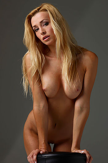 Busty Blond Hot Nude Gallery