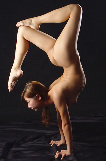 Flexible Asian Girl Wei Mei
